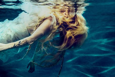 Avril Lavigne Releases New Song 'head Above Water
