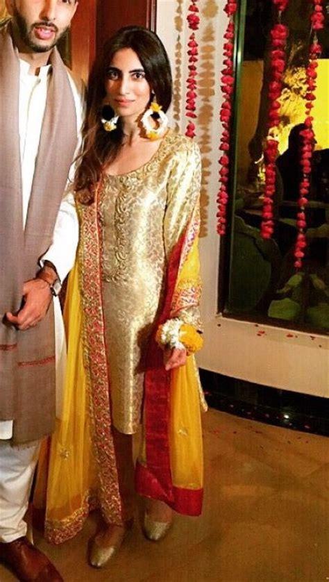 pin  amal  mehndi moments   pakistani outfits