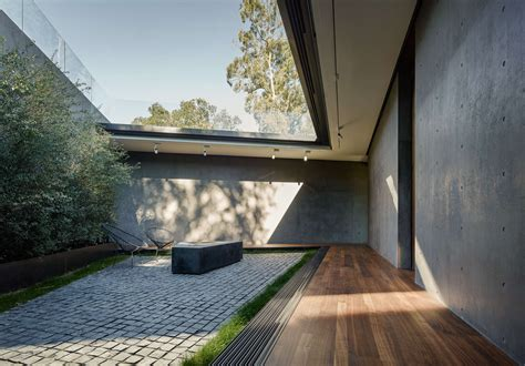An House In The Woods Flips The Architectural Script by An Beverly Home With A Minimalist Exterior