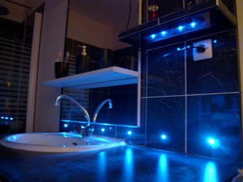 le de cing led carrelage du coin lavabo avec led bleues le monde de