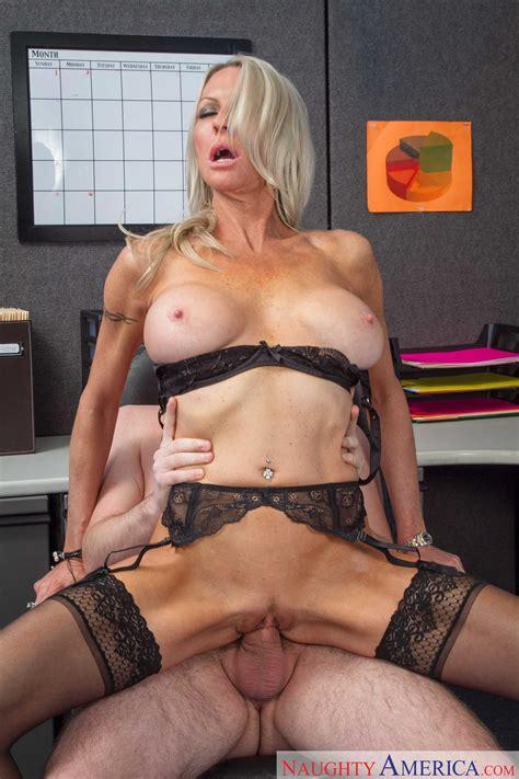 Mature Pornstar Emma Starr Knows How To Fuck Cock Photos