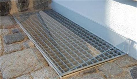 Regenschutz Für Lichtschächte by Regenschutzabdeckungen Kellerschacht Wasser