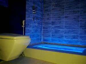 Bad Leuchten Led : led beleuchtung badezimmer badezimmer beleuchtung decke decke abhngen und led strahler und led ~ Markanthonyermac.com Haus und Dekorationen