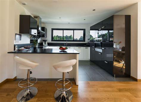 sol cuisine ouverte une cuisine ouverte sur le salon faire construire sa maison