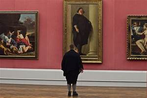 Museum patrons accidentally matching artworks photographed for Museum patrons accidentally matching artworks photographed by stefan draschan