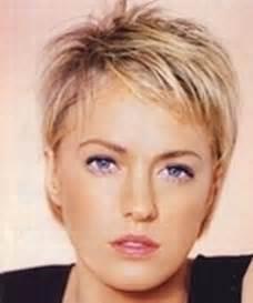 coupe de cheveux courte pour femme de 50 ans coupes de cheveux tres courtes pour femme