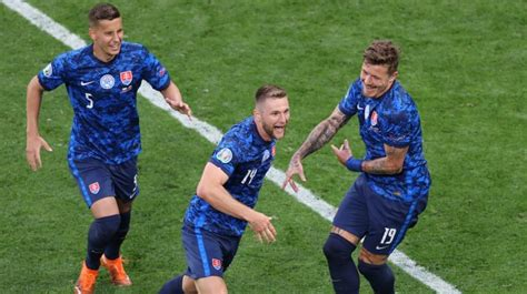 Slovākija vairākumā uzvar un sarūpē Polijai kārtējo ...