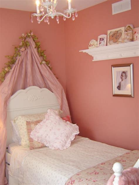 pink shabby chic bedroom shabby chic children s rooms hgtv 16754 | 1400963927473