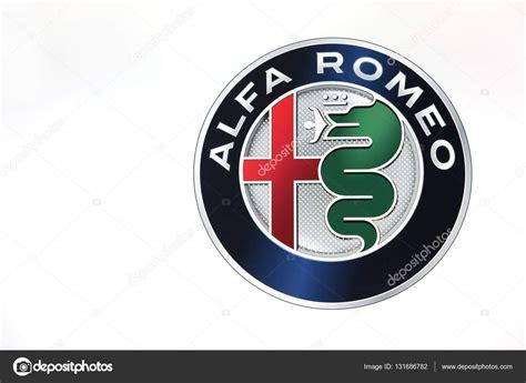 logo de alfa romeo sur  mur photo editoriale