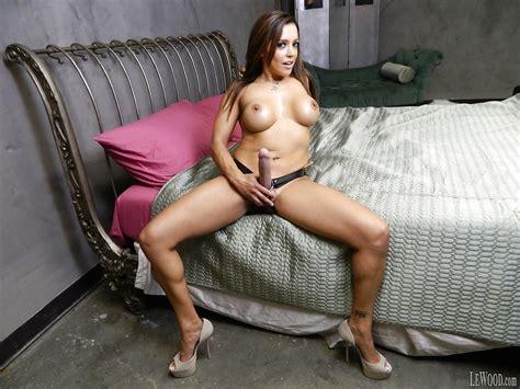 Latina Pornstar Francesca Le Shows Off Her Milf Big Tits