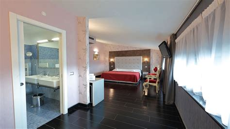 Hotel Relax Roma Nord 5 ($�1�1�1�)