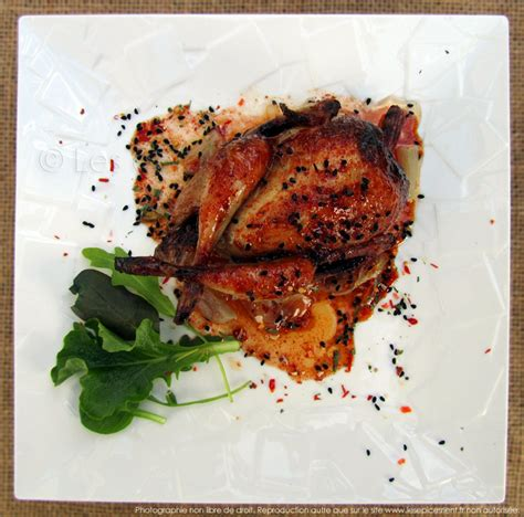 cuisiner les cailles cailles rôties au four marinade au miel épices tandoori