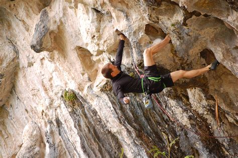 File Overhanging Rock Climbing Wikimedia Commons