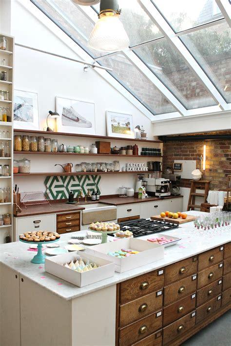 oliver kitchen design vintage style kitchen where oliver cooks at 4890