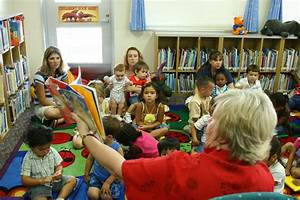 Story Time: Station children learn to read > Marine Corps ...