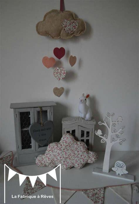 decoration chambre enfant bebe fille liberty nuage etoile