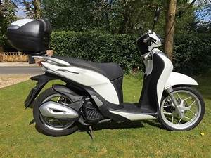 Honda 125 Scooter : honda sh mode 125 scooter low mileage in thatcham berkshire gumtree ~ Medecine-chirurgie-esthetiques.com Avis de Voitures