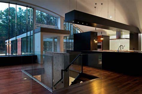 An Industrial Modern Arc House in East Hampton, New York