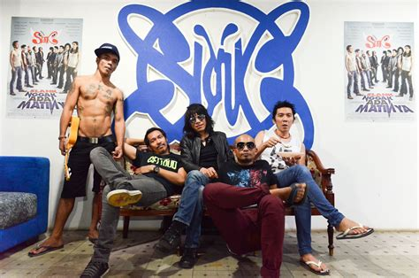 Peace, Love, Unity, and Respect with Slank - Whiteboard ...