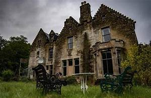 Chilling Photos Capture Crumbling Scottish Hotel That Has