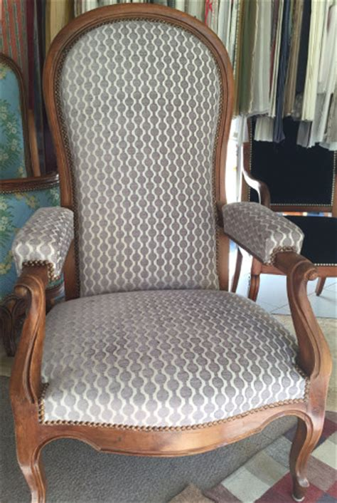 tissu tapissier pour fauteuil tissus pour fauteuil voltaire table de lit a roulettes