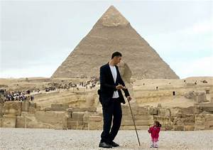 World's shortest woman and tallest man meet in Egypt ...