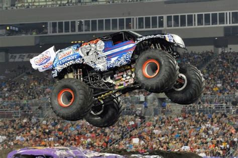 how many monster trucks are there in monster jam how much do truck drivers make