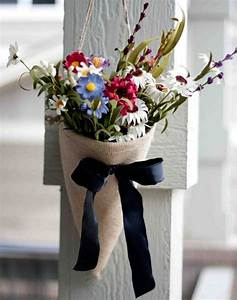Autumn decoration with flowers arrange themselves to make