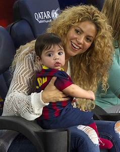 Shakira Photos Photos - Shakira and Son Watch Dad Play ...