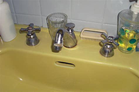 changer joint robinet mitigeur cuisine plomberie bricolage remplacer vieux robinet trois trous