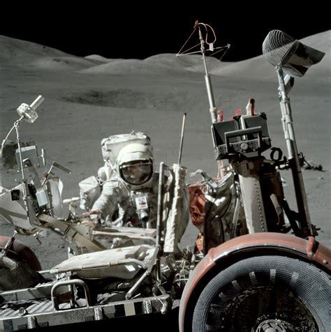 Fichier:Apollo 17 lunar rover AS17-146-22296HR.jpg — Wikipédia