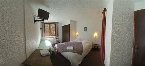 dans chambre hotel chambre n 5 lit et lit d 39 appoint dans la
