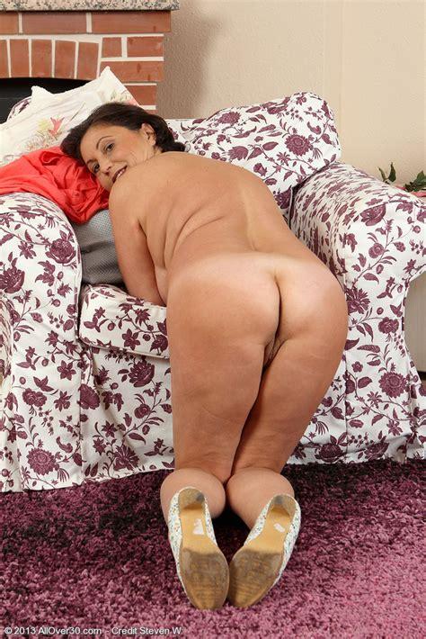 Horny Mature Kata Lick Her Nippies MILF Fox