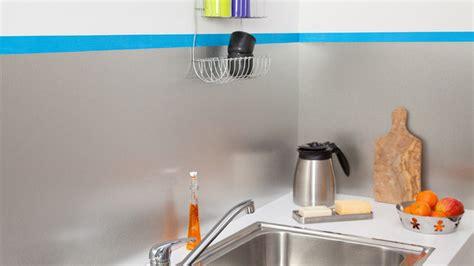 evier cuisine à poser poser une crédence de cuisine en aluminium