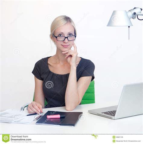 femme d affaires au bureau de travail photo stock image