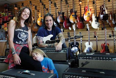 cowtown guitars owners jesse  roxie talk  digs sleeper amps  eleanors las vegas weekly