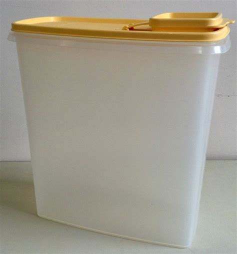 Kitchen Keepers Oven Genie by Large Tupperware 20 Cup Cereal Keeper Yellow Seal Sold