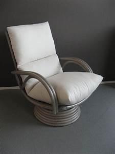 Petit Fauteuil De Salon : petit fauteuil pivotant salon 10 id es de d coration int rieure french decor ~ Teatrodelosmanantiales.com Idées de Décoration