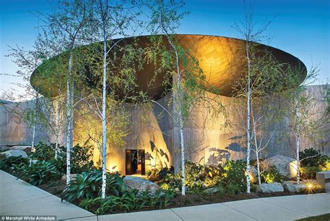luxurious melbourne mansion  toorak sets   record