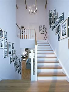 Wand Mit Fotos Gestalten : black and white photo decorating goes full throat ~ A.2002-acura-tl-radio.info Haus und Dekorationen