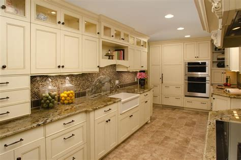 Kitchen Backsplashes With White Cabinets by Colored Kitchen Cabinets Kitchen Backsplash Ideas