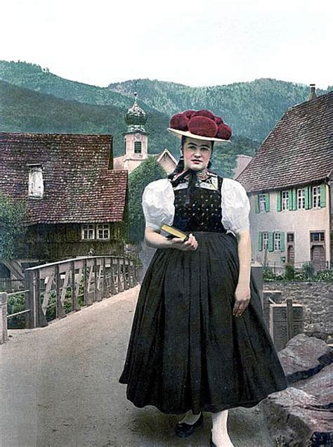 glimpse    traditional bavarian clothing