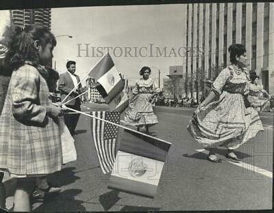 1964 Press Photo Mexican Independence Day Parade Flags ...
