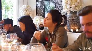 khloe kardashian brings camera   thanksgiving dinner