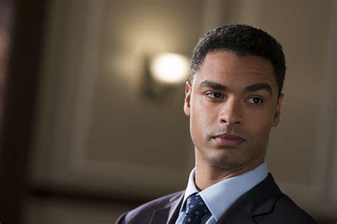 Perché Regé-Jean Page può essere il prossimo James Bond