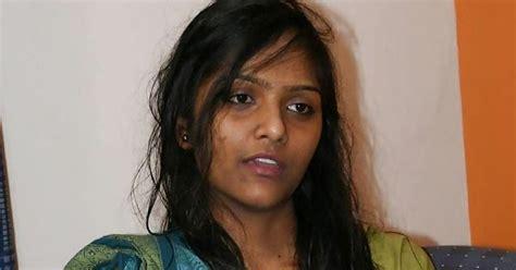 Indian Girl Strip Off Her Saree Dirty Indian Girls Beautiful Pussy