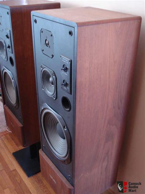 vintage realistic optimus   speakers photo