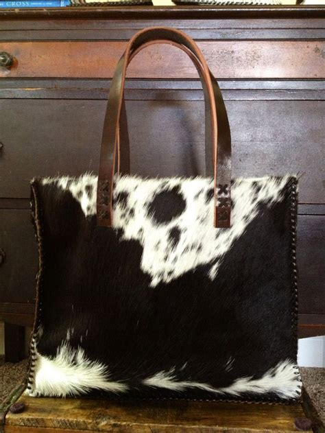 Hair On Cowhide Purse by 25 Best Ideas About Cowhide Purse On Western