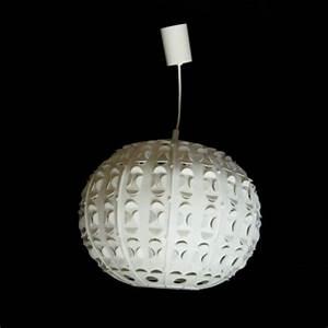 Suspension Boule Blanche : suspension boule blanche en plastique archi noire ~ Teatrodelosmanantiales.com Idées de Décoration