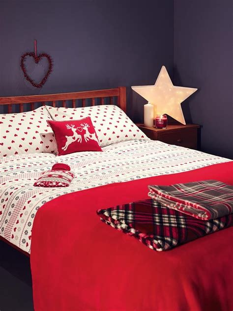 christmas bedroom decorations ideas 32 adorable christmas bedroom d 233 cor ideas digsdigs